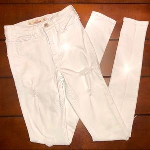 ✨Hollister High Rise Distressed White Jeans✨